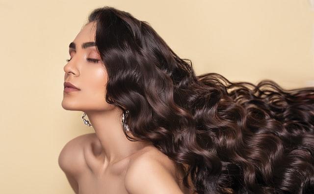 pielęgnacja włosów, długie włosy, szybszy porost włosów, co zrobić by włosy szybko rosły, zdrowe włosy, zdrowe gęste włosy, jak zagęścić włosy