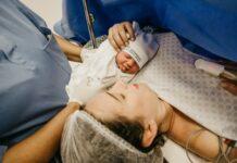 co jeś po porodzie, jak się odżywaiać po porodzie, co jeść po urodzeniu dziecka, dieta po porodzie